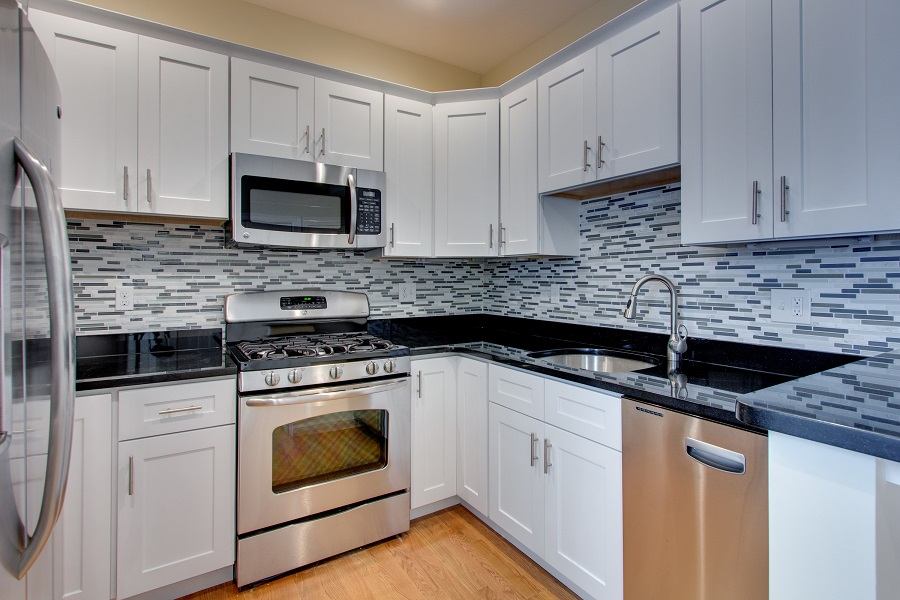affordable backsplash tiling